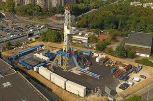 SEER, installation géothermique tirant profit de la nappe d'eau du Dogger, réservoir naturel d'eau chaude, région parisienne, vue aéienne